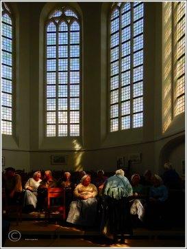 Visservrouwen in de Oude Kerk Scheveningen